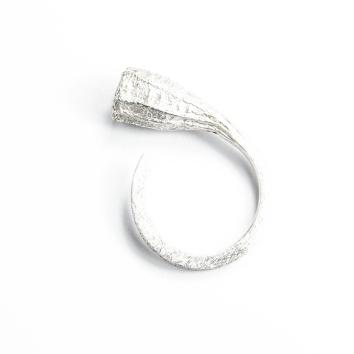 anillo-Rastros-brazo-cuadrado-plata